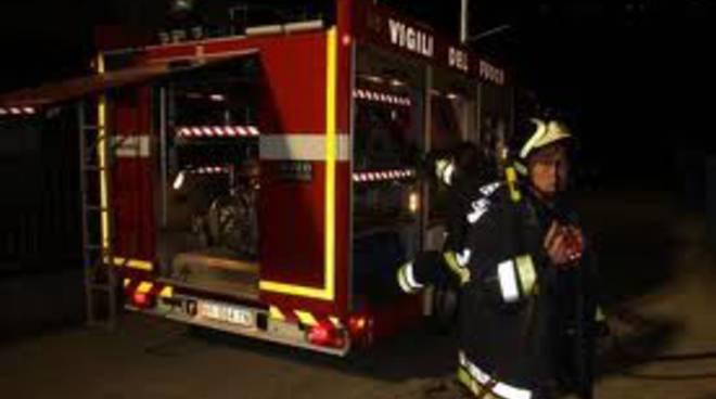 pompieri camion notte
