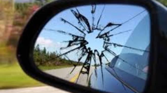 specchietto rotto
