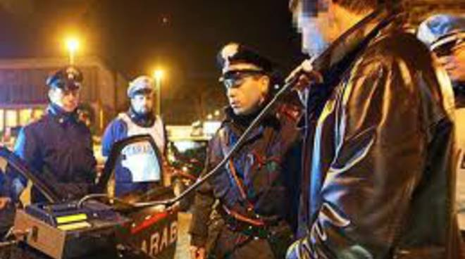 carabinieri con etilometro