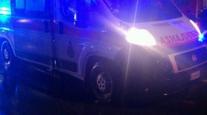 ambulanza-notte-pioggia