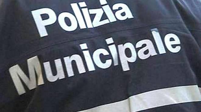 polizia municipale spalle