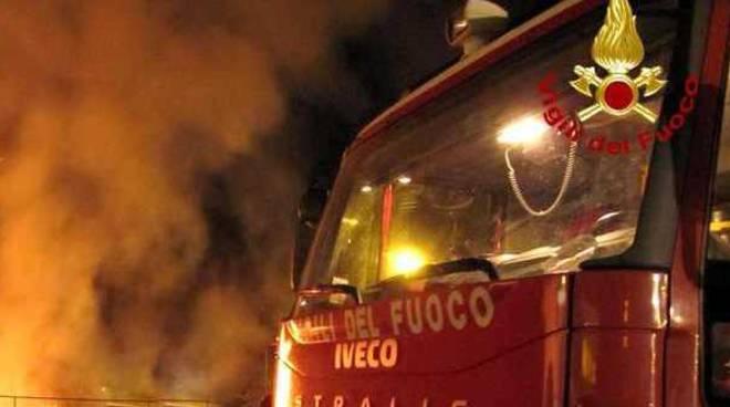 incendio bosco pompieri