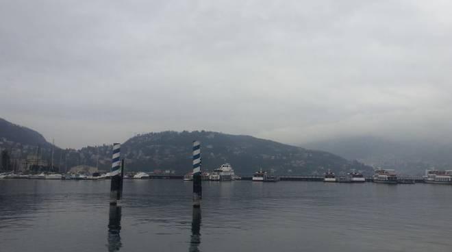 lago e nuvole