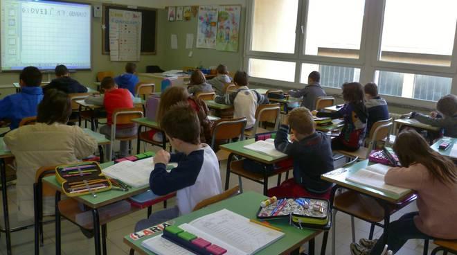 studenti in aula di spalle