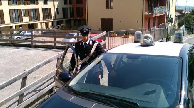 carabinieri erba auto