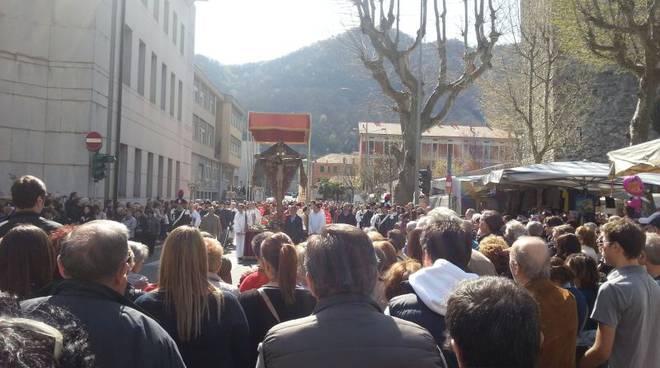 como processione crocifisso