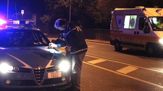 polizia e ambulanza notte