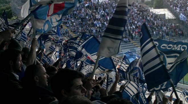 bandiere tifosi como