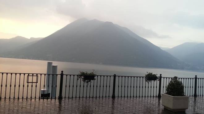 pioggia lago argegno