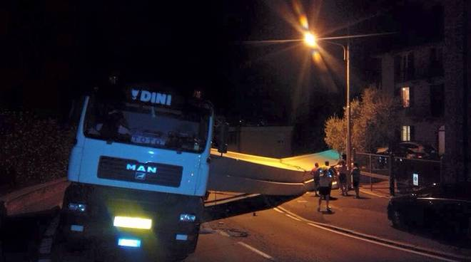 camion oltrecolle notte