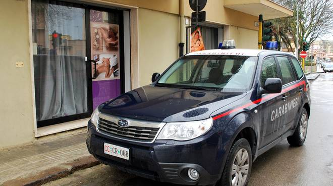 carabinieri e centro massaggi cinese