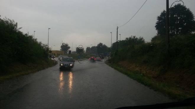 pioggia diluvio strade