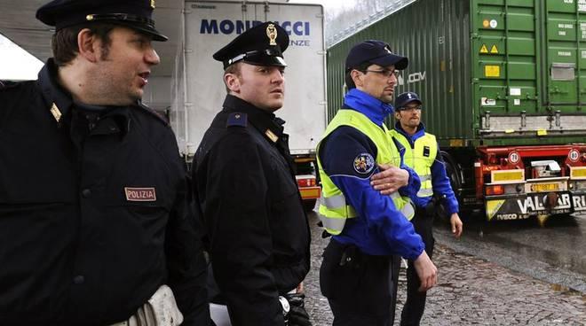polizia italiana e svizzera