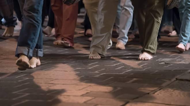 marcia piedi scalzi2