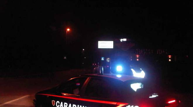 carabinieri notte lampeggianti