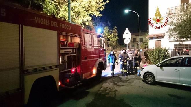 mezzo pompieri como crollo notte