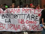 striscione protesta studenti