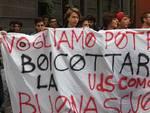 striscione protesta studenti bis