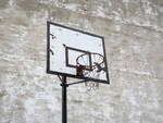 vecchio-canestro-di-pallacanestro-30444464