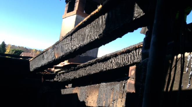 incendio tetto bruciato a beregazzo