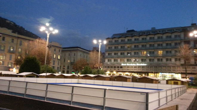 pista del ghiaccio como piazza cavour