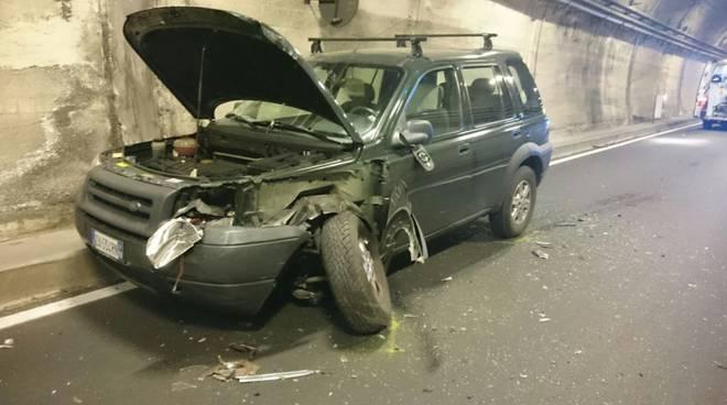 auto danneggiata cernobbio galleria