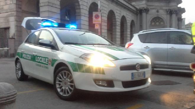 auto polizia locale como
