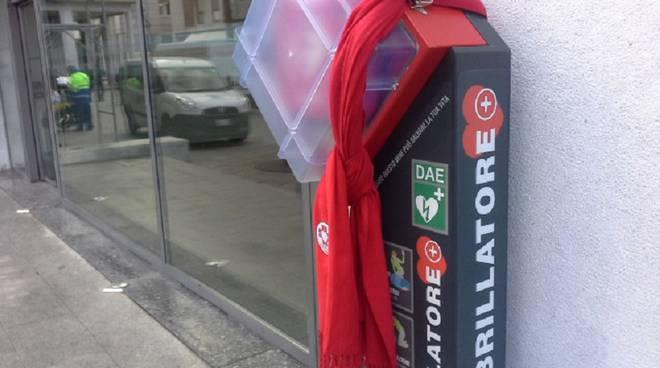 defibrillatore piazza cavour da vicino