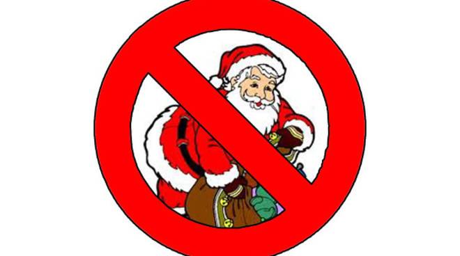 Posizione Babbo Natale.Scherzo Nella Notte Ad Albese Adesivi Per Il Parroco Anti Babbo