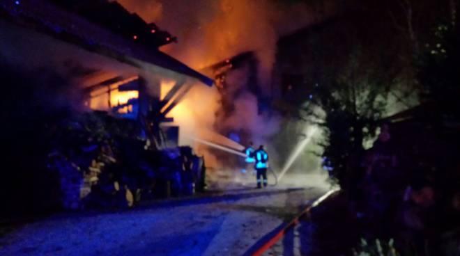 incendio albese pompieri cascinale
