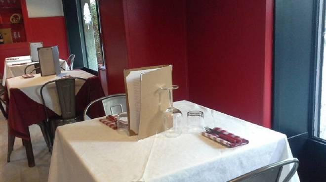 partricolare nuovo tavolo platani