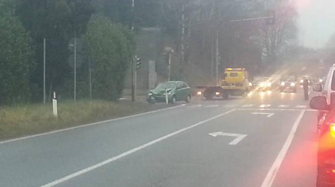 albese auto danneggiata incidente