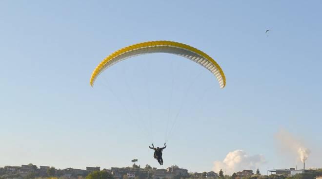 atterraggio parapendio campo