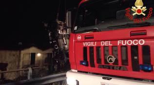 camion pompieri notte
