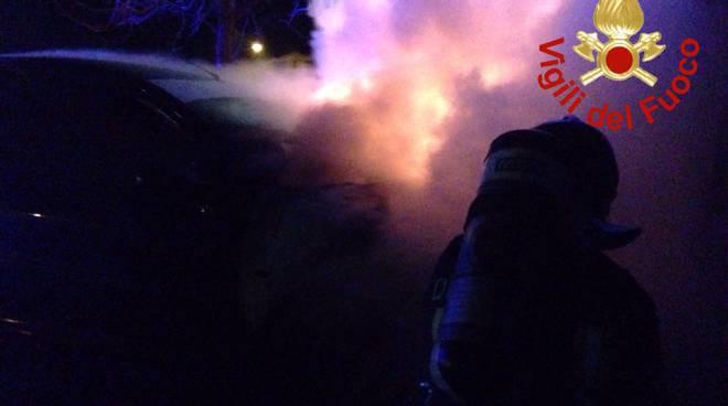 pompieri domani incendio auto