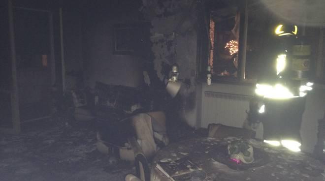 pompieri interno casa di carimate