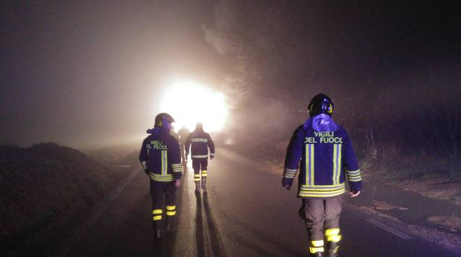pompieri notte strada