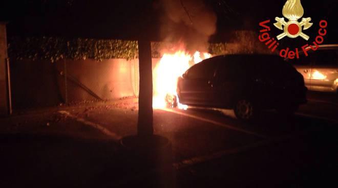 porlezza auto in fiamme park