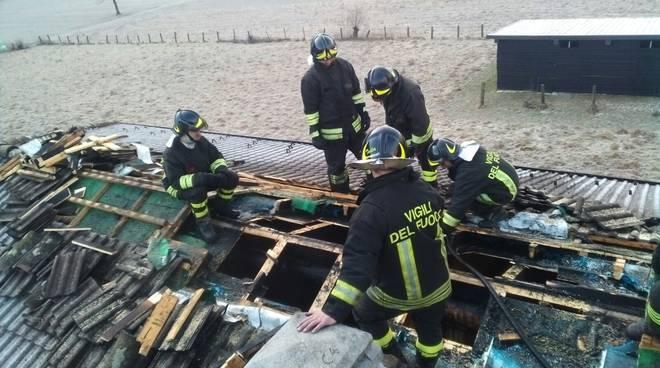 tetto bruciato porlezza pompieri