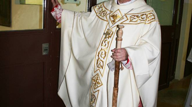 vescovo coletti con bastone detenuti carcere
