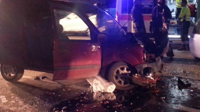 vettura distrutta albese incidente