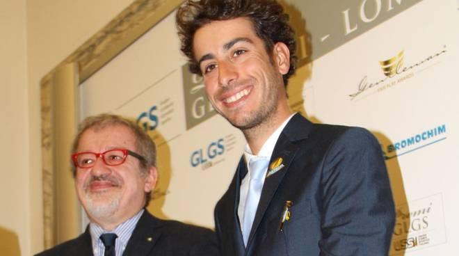 17.-b-Roberto Maroni premia Fabio Aru