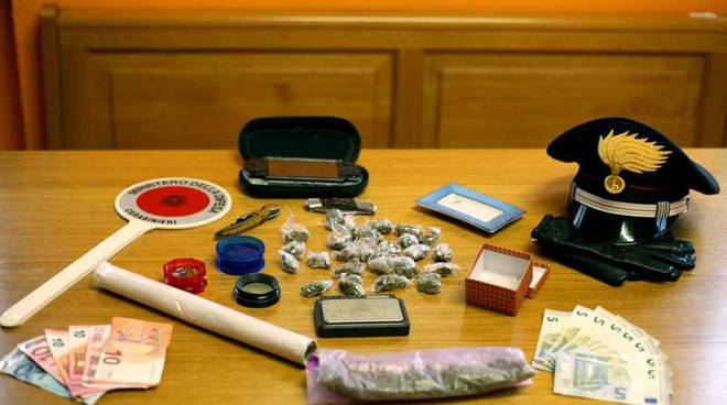 droga e soldi carabinieri lanzo