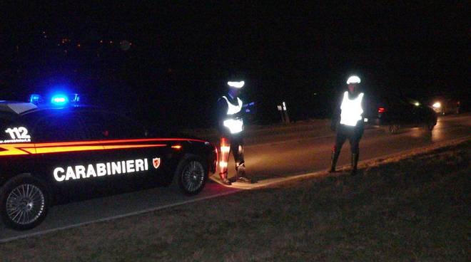 notte carabinieri ed auto