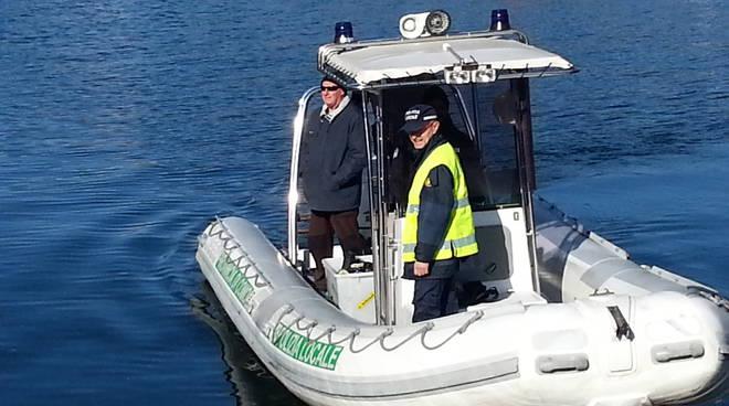 polizia provinciale como gommone rilievi