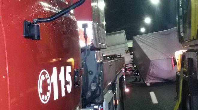 pompieri a9 camion di traverso