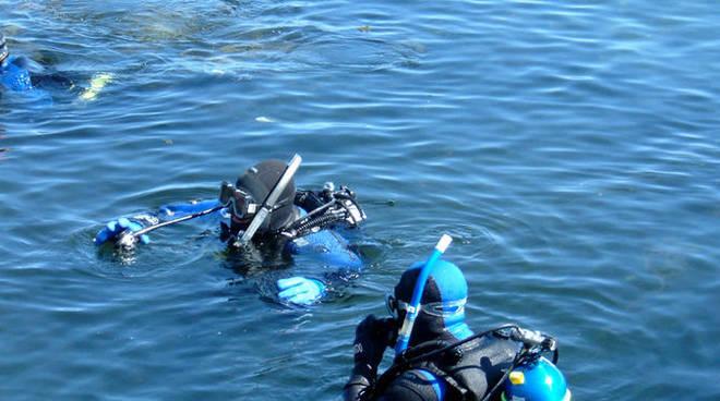 sub lago immersione