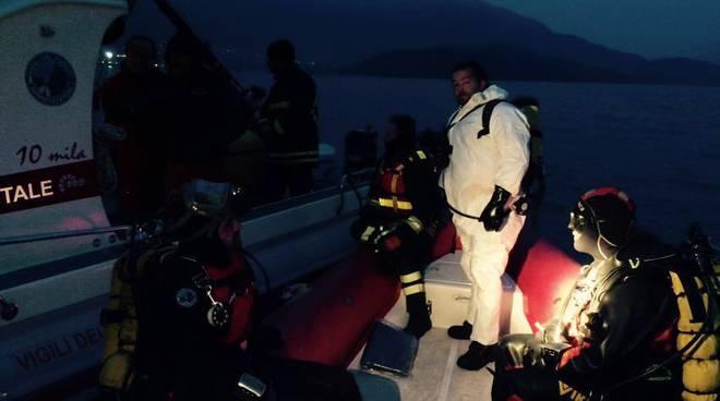 sub pompieri nel lago gommone