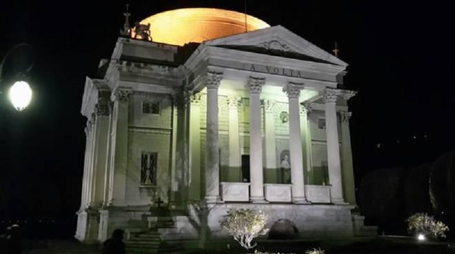 tempio voltiano con luce
