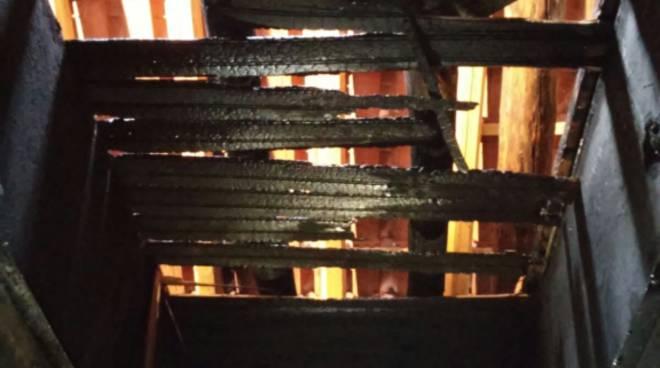 casa cermenate bruciata